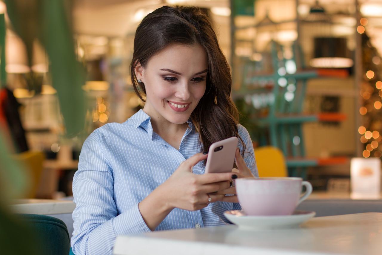 women-using-mobile-website